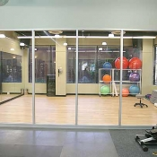 05_gymRoomBalls1full